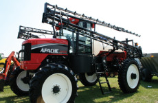Equipment Technologies Apache AS710 Sprayer