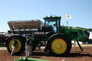 John Deere 4940 unit with dry box.