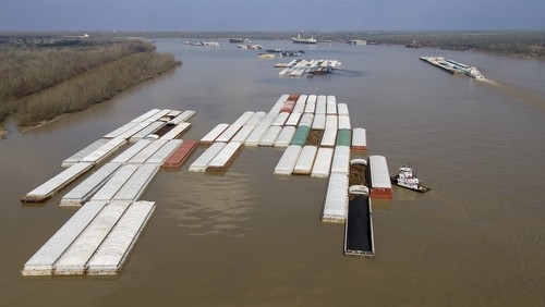Rising water on the Mississippi River will force the U.S. Army Corps of Engineers to close numerous locks on the major shipping waterway for the second time in a month, from central Iowa to central Missouri.