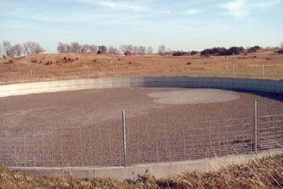 Lightweight expanded clay aggregate (LECA) cover on a concrete swine manure storage tank. Photo courtesy of Iowa State Univerity