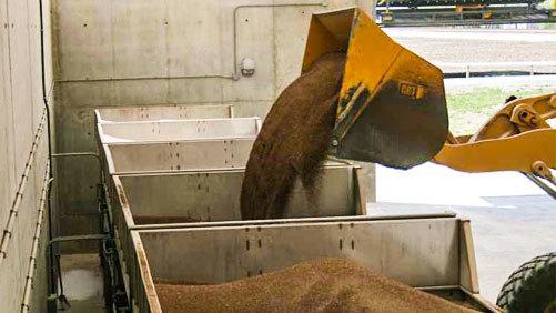 Fertilizer loading at Growmark