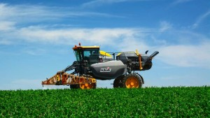 Hagie Introduces 2016 DTS10 Self-Propelled Sprayer