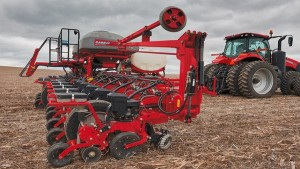 Case Unveils 2000 Series Early Riser Planter At NFMS