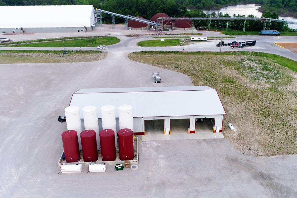 The new facility at Gateway FS in Red Bud, IL, is central to a new 18-acre location with room for additional large UAN storage tanks.